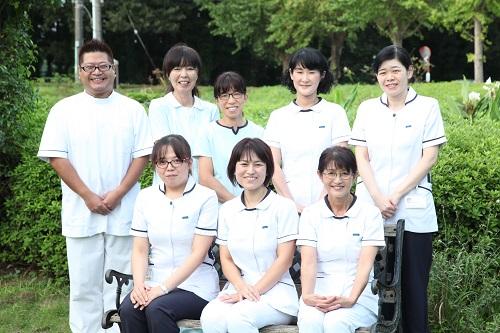 看護スタッフのほか、多職種で構成された看護研究チームの写真