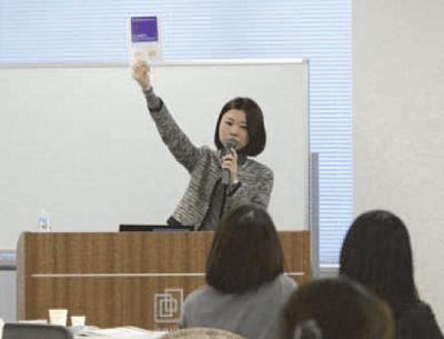 辻本好恵さん講演中の写真