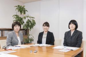 座談会出席者の金井 久子さん、佐野 加奈さん、根本 弘美さんの写真