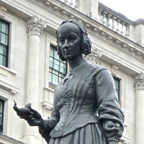 ナイチンゲールの銅像の写真