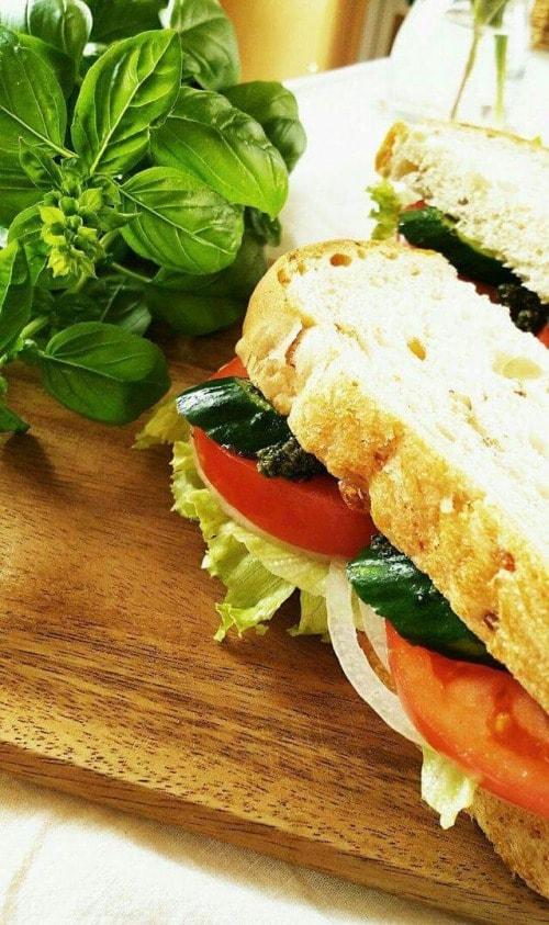 バジルサンドイッチの写真