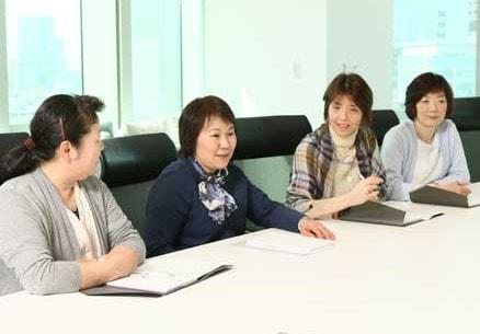 会談中の和田さん、小野さん、戸草内さん、吉川さんの写真
