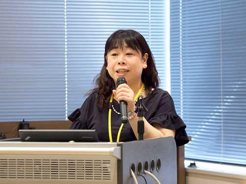 西島 安芸子(静岡県立静岡がんセンター 看護師長/皮膚・排泄ケア認定看護師)の写真