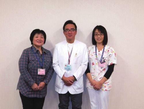 上野雅巳地域医療支援センター教授を中心に、中山美代子医療安全推進部次長 (左)と小島光恵感染制御部主査
