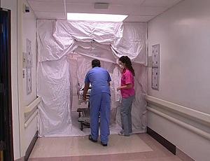 簡易かつ安価に廊下を陰圧で封鎖できるユニットの写真