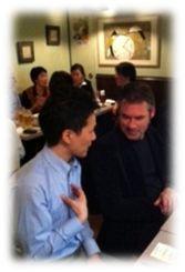 オランダの訪問看護ステーション事情を聞く川添さんとヨスさんの写真