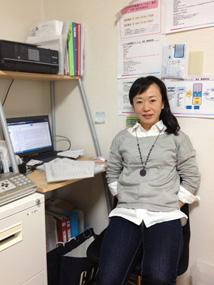 ケアプロスタッフを支える縁の下の力持ち、事務職の山本さんの写真