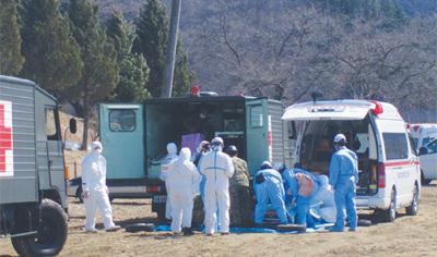 看護師の熊倉英高さんを含めた放射線医療チーム、福島県に向かう様子