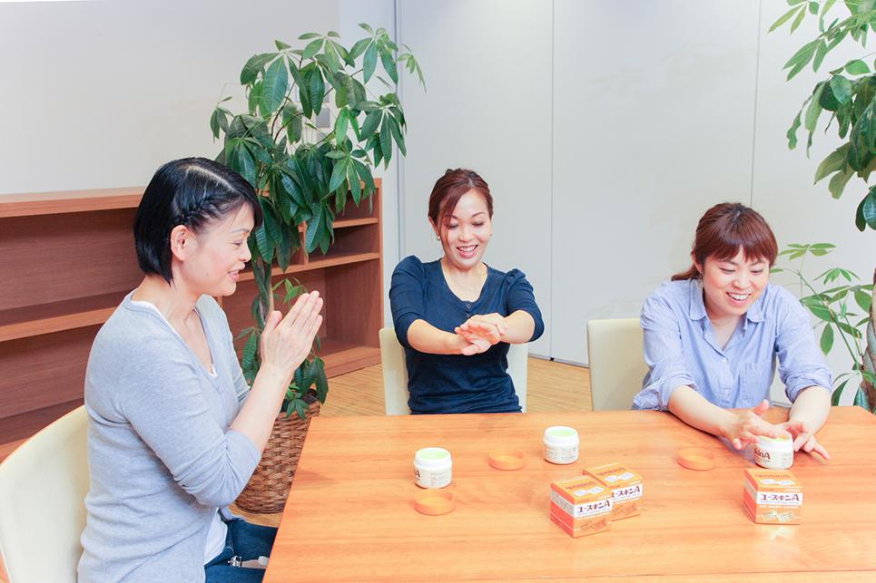 菅原美恵さん、澤 優子さん、香本なぎささんの写真