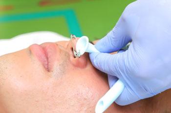 ネー ザル エアウェイ 鼻腔から吸引しにくい場合に、吸引チューブを挿入したままにする理由...