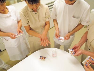 写真2:感染標準予防策カードの活用