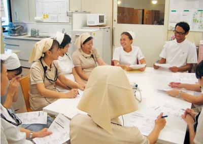 写真1:部署での勉強会開催の様子
