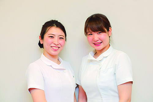 齋藤香菜看護師と塚本真紀看護師の写真